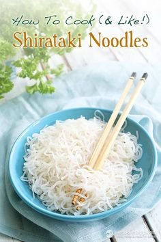 How to Cook & Like Shirataki Noodles. Made from the made from konjak plant, Shirataki noodles are almost zero calorie and zero carb. Fideos Shirataki, Shirataki Noodles, No Carb Noodles, Ramen Noodles, Ketogenic Recipes, Low Carb Recipes, Cooking Recipes, Healthy Recipes, Cooking Blogs