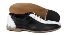 Watts    £65.00    Bowling Shoe    Construction: Smooth leather upper - Leather/ textile lining - Other materials sole    Colour: Black/White    Sizes available: 6-12