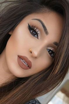 Dreamy Makeup Looks That Will Make You Glad Its Winter Add a brown lip to complete any dreamy makeup looks!Add a brown lip to complete any dreamy makeup looks! Gorgeous Makeup, Love Makeup, Makeup Inspo, Makeup Inspiration, Makeup Trends, Fall Makeup Looks, Amazing Makeup, Brown Makeup Looks, Autumn Makeup