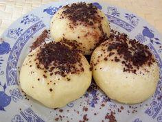 Czech fruit dumplings recipe In response to this post. I've got a few people asking me for a recipe so here it is. Dumpling Recipe, Dumplings, Bacon Muffins, Czech Recipes, Breakfast Dessert, World Recipes, Desert Recipes, Good Food, Food And Drink