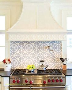 17 of our favorite tile backsplash ideas for behind the stove in the kitchen. Which would you choose for over your range? 17 of our favorite tile backsplash ideas for behind the stove in the kitchen. Which would you choose for over your range? Beautiful Kitchens, Cool Kitchens, Tile Design, Layout Design, Design Ideas, Diy Interior, Interior Modern, Cuisines Design, Kitchen Tiles