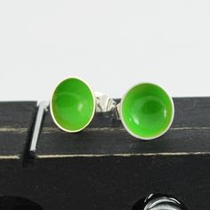 Little bowls of green silver studs