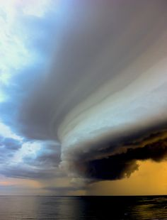 Roll Cloud: a low, horizontal cloud formation. Roll clouds are usually formed by outflows of cold air from sea breezes or cold fronts in the absence of thunderstorms. All Nature, Science And Nature, Amazing Nature, Weather Cloud, Wild Weather, Weather Storm, Storm Clouds, Sky And Clouds, Beautiful Sky