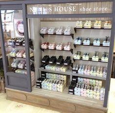 Nunu's House shoe store