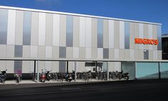 Find out all of the information about the ALUCOBOND product: panel cladding / aluminum / composite / smooth COOP SHOPPING CENTRE. Composite Cladding, Aluminium Cladding, Cladding Design, Facade Design, Factory Architecture, Facade Architecture, Metal Facade, Insulated Panels, Warehouse Design