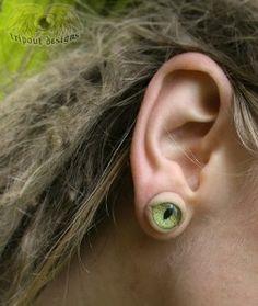 Cat eye plug