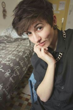 Get Sassy with Short Hair Styles Tomboy Haircut, Androgynous Haircut, Tomboy Hairstyles, Cool Hairstyles, Androgyny, Ftm Haircuts, Girls Short Haircuts, Short Hairstyles For Women, Girl Short Hair