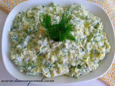 Ingredients: - 2 medium boiled potatoes - 2 cucumbers - 2 cloves of garlic - 1 bowl of yogurt - 1 me Turkish Salad, Easy Dinner Recipes, Easy Meals, Turkish Recipes, Ethnic Recipes, Good Food, Yummy Food, Appetizer Salads, Cheesy Recipes