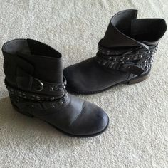 Dirty Laundry Boots Good condition.  Make an offer and no trade. Dirty Laundry Shoes