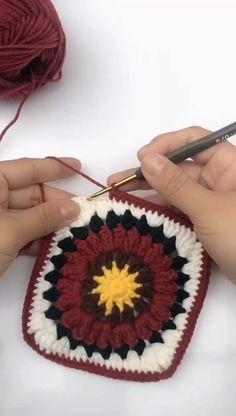 Crochet Cardigan Pattern, Crochet Flower Patterns, Crochet Motif, Crochet Stitches, Knit Crochet, Diy Crochet Granny Square, Chunky Crochet, Granny Square Bag, Crochet Crafts