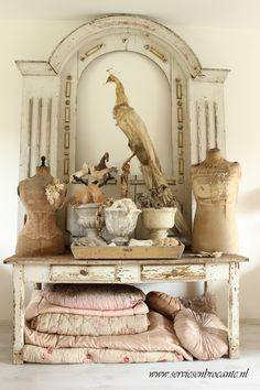 unusual and striking vignette From: Servies En Brocante, please visit French Decor, French Country Decorating, Shabby Vintage, Vintage Decor, Vintage Display, Interiores Shabby Chic, Decoration Shabby, Cosy Home, Shabby Chic Style