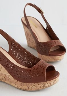 Walking on Whimsy Wedge from Modcloth. Wedge Shoes, Shoes Sandals, Shoe Wedges, Cute Shoes, Me Too Shoes, Vintage Heels, Retro Vintage, Dream Shoes, Walk On