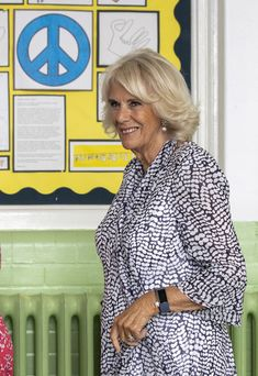 Camilla Parker Bowles Photos - Camilla, Duchess of Cornwall visits Ivydale Primary School on International Literacy Day on September 8, 2020 in London, England. HRH is Patron of the National Literacy Trust. - The Duchess Of Cornwall Visits Ivydale Primary School On International Literacy Day