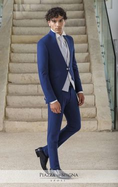 Lasciati conquistare dall'eleganza sofisticata di #Privé Uomo. Scopri la collezione 2018 su http://www.piazzadispagnasposi.it/collezioni/sposo/prive/