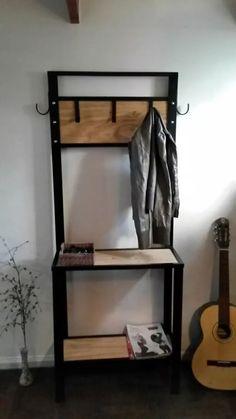 perchero recibidor en hierro y madera.estilo industrial