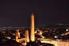 Bologna , Notturno ad opera di Fabiana Gamberini