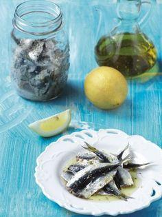 Σαρδέλες μαρινάτες - www.olivemagazine.gr Greek Recipes, Finger Foods, Cantaloupe, Seafood, Appetizers, Traditional, Fruit, Cooking, Ethnic Recipes