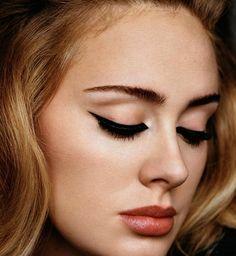 Le secret du maquilleur d'Adele pour un trait d'eye-liner parfait
