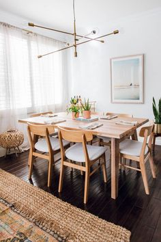 """""""Loving the scandi/minimalist vibes in this space."""" Photo by Anita Yokota. """"Loving the scandi/minimalist vibes in this space."""" Photo by Anita Yokota. Dining Room Walls, Dining Room Lighting, Dining Room Design, Dining Room Feature Wall, Decoration Inspiration, Dining Room Inspiration, Decor Ideas, Interior Inspiration, Minimalist Dining Room"""
