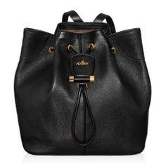 Secchiello in pelle con dettagli in metallo personalizzato, coulisse, logo Hogan in metallo, tracolla removibile e tasca interna. Un accessorio versatile da indossare sia come zaino che a tracolla, per uno stile urban chic.