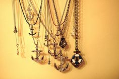 love all things nautical, especially these anchors!