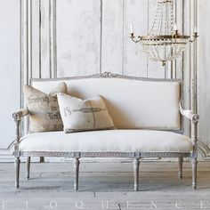 Eloquence® Vintage Lilac-Grey Settee: 1930 farmhouse chic