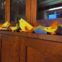 Tipuja #askartelu #tipu #DIY #easter Parrot, Dinosaur Stuffed Animal, Easter, Bird, Toys, Animals, Parrot Bird, Animales, Animaux