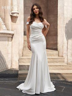 Satin Mermaid Wedding Dress, Plain Wedding Dress, Wedding Dress Train, Wedding Dress Chiffon, Luxury Wedding Dress, White Wedding Dresses, Bridesmaid Dresses, Dream Wedding, Elegant Wedding