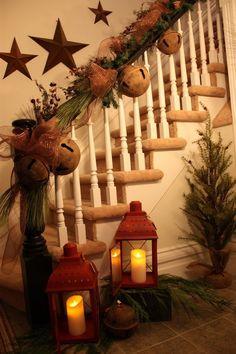 Escalera decorada para Navidad
