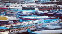 Conosco delle barche che restano nel porto per paura che le correnti le trascinino via con troppa violenza. Conosco delle barche che arrugginiscono in porto per non aver mai rischiato una vela fuori. Conosco delle barche che si dimenticano di partire hanno paura del mare a furia di invecchiare e le onde non le hanno mai portate altrove, il loro viaggio è finito ancora prima di iniziare. ... .. ... #dirigilatuabarca #affrontailmare ... .. ...