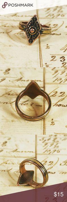 Copper color diamond shape boho pinkie ring Copper color diamond shape boho pinkie ring Size 4 Diamond shape measures 1/2 inch Base metal Jewelry Rings