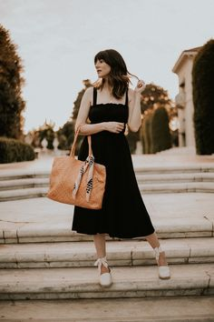 Fashion Blogger wearing Reformation Dress with Milaner Tote and Everlane Shoes at the Huntington Library
