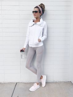 Casual athletic outfits, athleisure outfits и athletic outfits. Legging Outfits, Leggings Outfit Fall, Yoga Pants Outfit, Tutu Outfits, Athleisure Outfits, Athleisure Fashion, Sport Outfits, Fall Outfits, Burgundy Leggings
