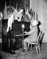 Lauren Bacall, enjoying a performance by then Vice President Harry Truman. Bacall died today at age Lauren Bacall at the Gotham Hotel in New York on Feb. Harry Truman, Hollywood Icons, Hollywood Stars, Classic Hollywood, Old Hollywood, Lauren Bacall, American Presidents, Us Presidents, American History