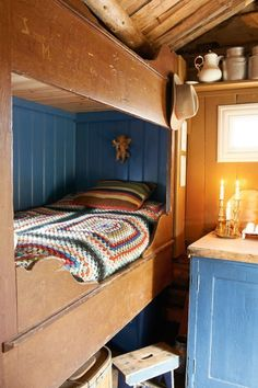 Bedroom - Restored Norwegian sæter mountain cabin - By Else Rønnevig - Via Klikk Scandinavian Cabin, Scandinavian Interior, Cabin Design, Cottage Design, Estilo Cottage, Swedish Cottage, Cabins And Cottages, Cottage Interiors, Interior Decorating