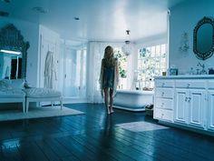 Kate Hudson's Pacific Palisades master bath circa 2005.  Now that's a bathroom!
