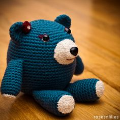 Adorable amigurumi teddy bear crochet pattern - would be a great baby shower gift.