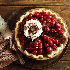 Double-Chocolate Mascarpone-Raspberry Pie Double the deliciousness of regular raspberry pie and you've got our chocolaty dessert. Raspberry liqueur, a white chocolate topping, and mild mascarpone cheese add elegance to the make-ahead pie. No Bake Desserts, Just Desserts, Dessert Recipes, Pie Recipes, Aloo Recipes, Romantic Desserts, Valentines Day Desserts, Think Food, Chocolate Shavings