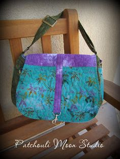 Patchouli Moon Studio - Daryl reduced the Savannah bag pattern from Chris W. Designs to a great smaller version!