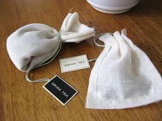 Prueba a hacer tus propias bolsitas para el té. También son muy útiles para reutilizar el té como absorve olores en el armario, para hacer baños de té... Mira cómo hacerlas aquí http://www.iloveteacompany.com/2012/10/haz-tus-bolsitas-de-te-reusables-diy.html