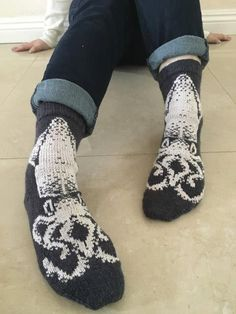 1 Knit a Spectacular Pair of Squid Socks – Chart and Pattern Available! knitting to give you a better service we recommend you to browse the content on our site. Loom Knitting Patterns, Knitting Charts, Knitting Socks, Crochet Patterns, Knit Socks, Sweater Patterns, Knit Or Crochet, Crochet Baby, Small Knitting Projects