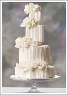 Love the shapes and sizes of the different layers of this wedding cake