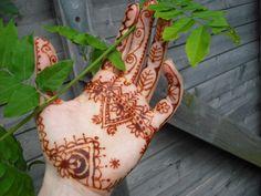 henna hand tatoo