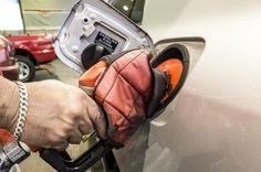 'Nova gasolina' pode ficar para abril +http://brml.co/1DrTOGs