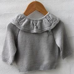 Blouse Classic vanaf Go Handmade Knitting For Kids, Baby Knitting Patterns, Free Knitting, Knit Or Crochet, Crochet For Kids, Doll Clothes Patterns, Clothing Patterns, Pull Bebe, Baby Mittens