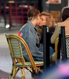Kristen Stewart and her ex-girlfriend Stella Maxwell are back together, six months after they split — get the exclusive details on their rekindled romance Kristen Stewart Kiss, Kristen Stewart Stella Maxwell, Kristen Stewart Girlfriend, Kirsten Stewart, Celebrity Couples, Celebrity Photos, Celebrity News, Nikki Reed, Die Twilight Saga