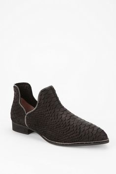 Super sleek and scaled. #urbanoutfitters #senso