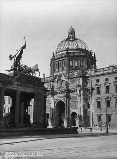 The National Memorial and the Eosander Gate (1947)