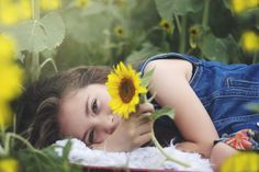 Sunflower field, natural light photographers, toddler photography, 5 year old photoshoot, child photography Family Photo Outfits, Family Photos, Kid Photos, Sunflower Field Pictures, Sunflower Pics, Toddler Photoshoot Girl, Sunflower Field Photography, Picture Poses, Pic Pic