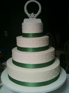 A simple wedding cake, perfect for a Celtic theme.